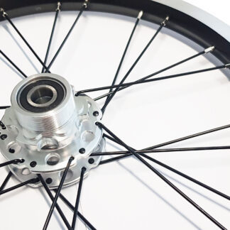 How do I replace the wheels on my STRIDA folding bike?